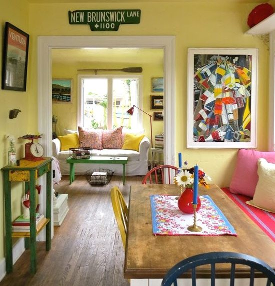 Colorful Cottage Rooms: Small California Beach Cottage In Red, Blue And Yellow