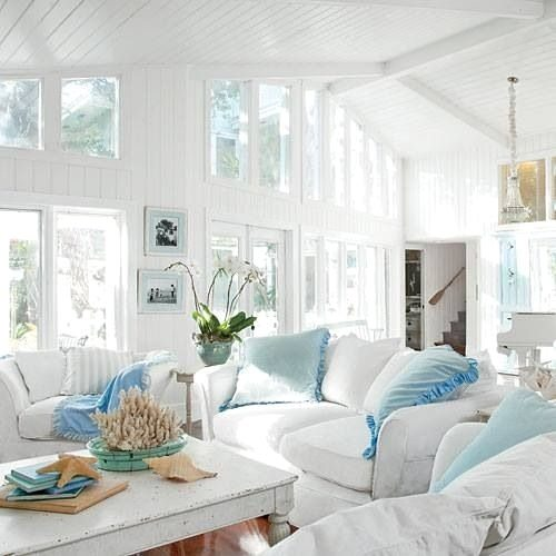Shabby chic beach decor ideas for your beach cottage for Beach themed living room colors
