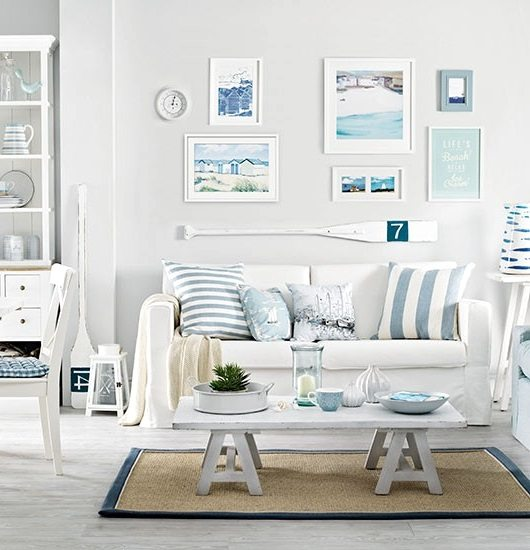 Soft blue white decor ideas to turn your living room for Beach themed living room colors
