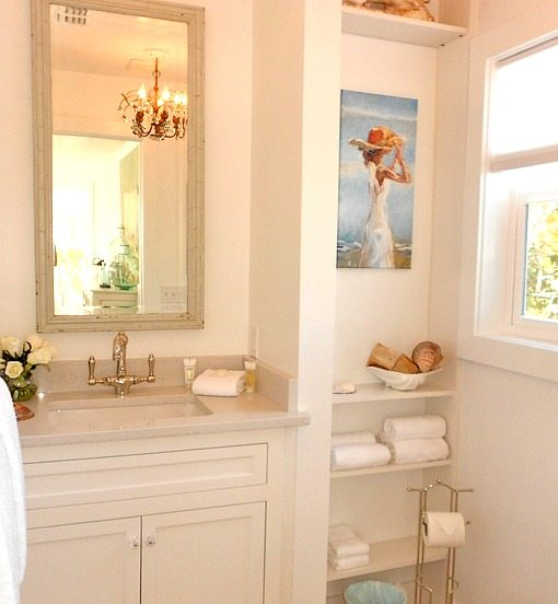 White Beach Cottage Bathroom