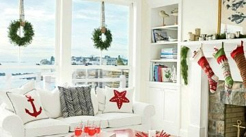 Cozy Cottage Christmas Rooms with Simple Beach Decorations & Greenery